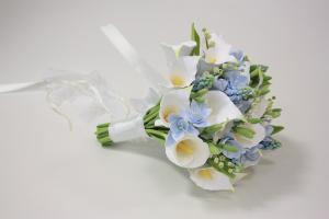Голубой свадебный букет с каллами и розами