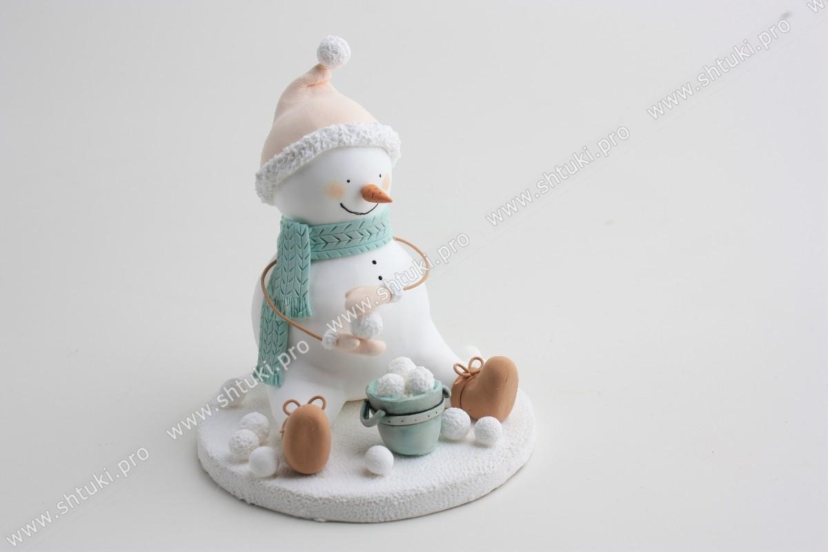 Новогодняя фигурка снеговик